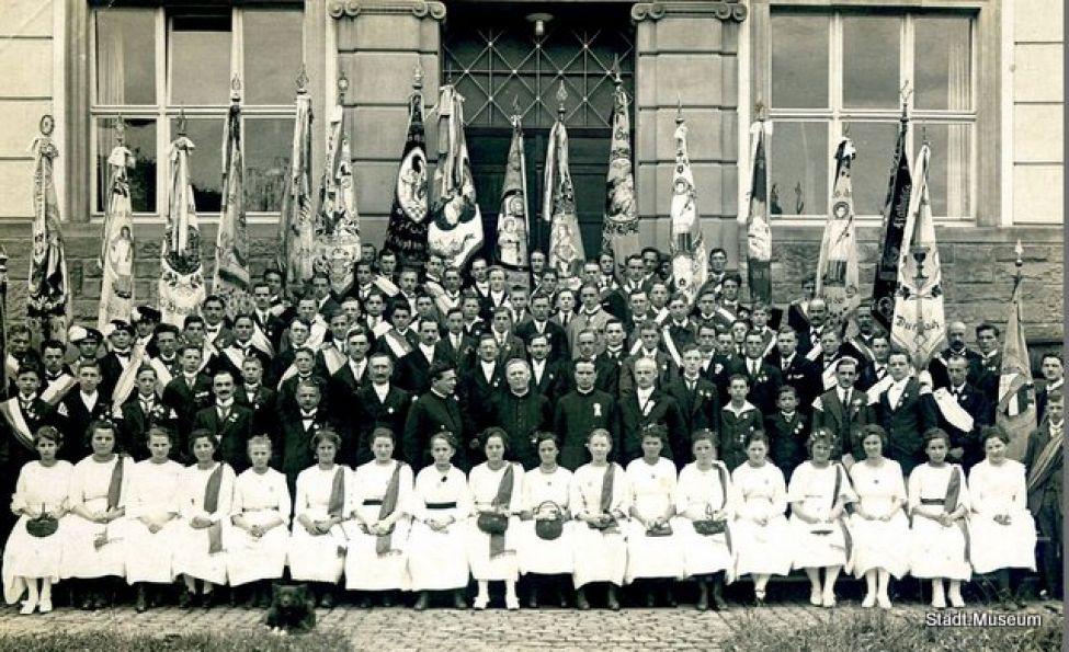 1911 04 Gesellenverein Fahnenweihe