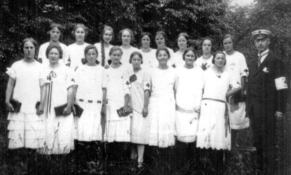 1929 01 Drk Festdamen09062014