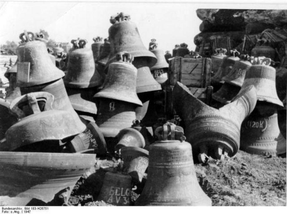 1942 B01 Bundesarchiv Bild 183 H26751  Hamburg  Glockenlager Im Freihafen