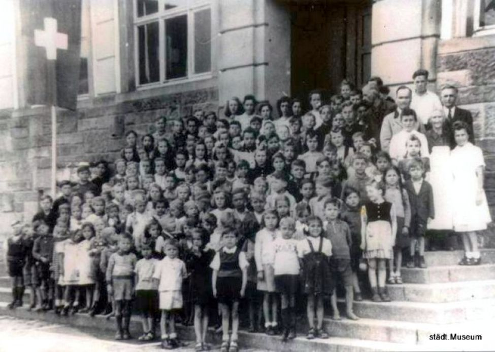 1947 A02 Schulhaus Hausach Schuelerspeisung